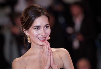 盧靖姍亮相影片《求閒者》首映紅毯