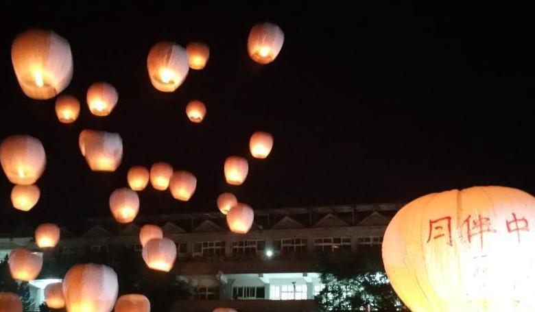 臺灣平溪舉行中秋天燈節 800盞天燈寄托美好心願