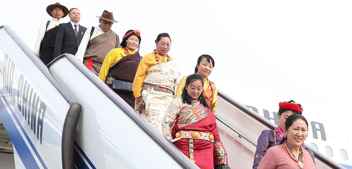 出席十九大的西藏代表團抵京