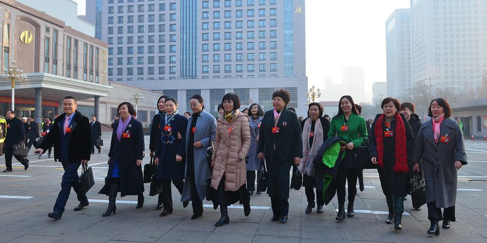 政協委員們步入會場