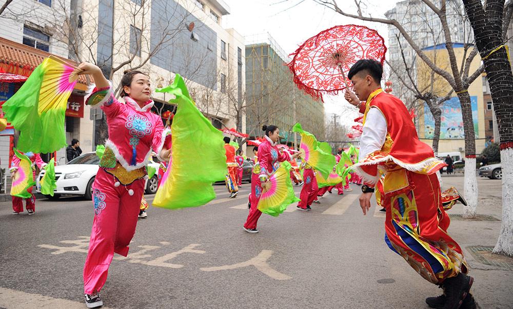 陜西延安:民俗匯演賀新春
