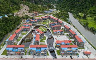 """青山綠水變成西藏山南群眾的""""聚寶盆"""""""