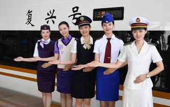 """杭州""""西子號"""" 熱情服務旅客30載"""