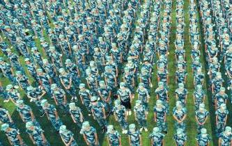 航拍江西一中學開學第一課 軍訓啟大幕