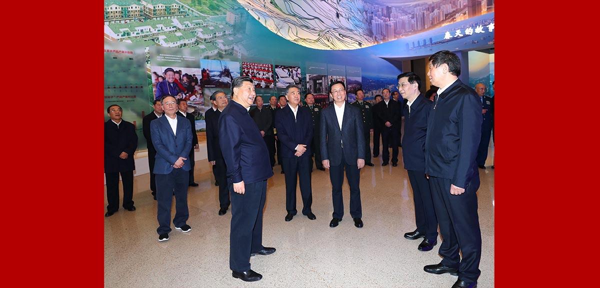 習近平參觀慶祝改革開放40周年大型展覽