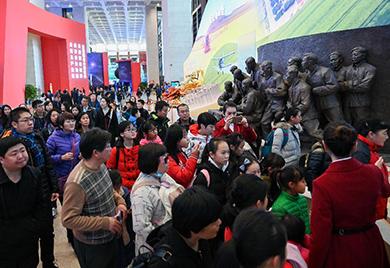 展览吸引众多参观者