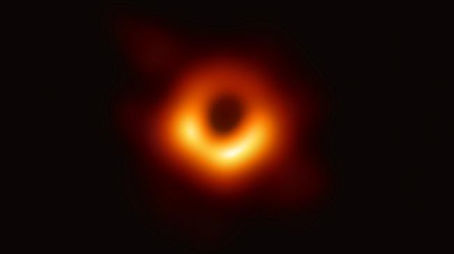 """人类首次""""看到""""了黑洞"""