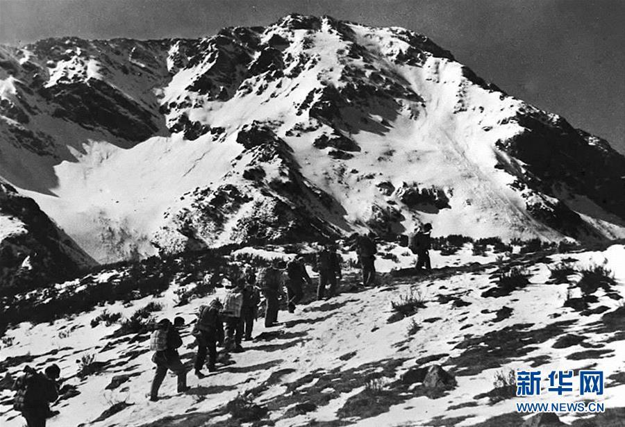 中央紅軍長徵第一次翻越大雪山——夾金山