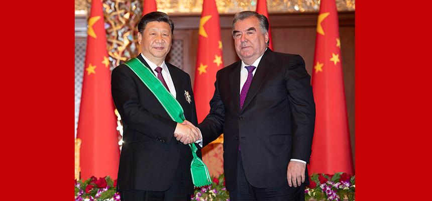 """習近平出席儀式 接受塔吉克斯坦總統拉赫蒙授予""""王冠勳章"""""""