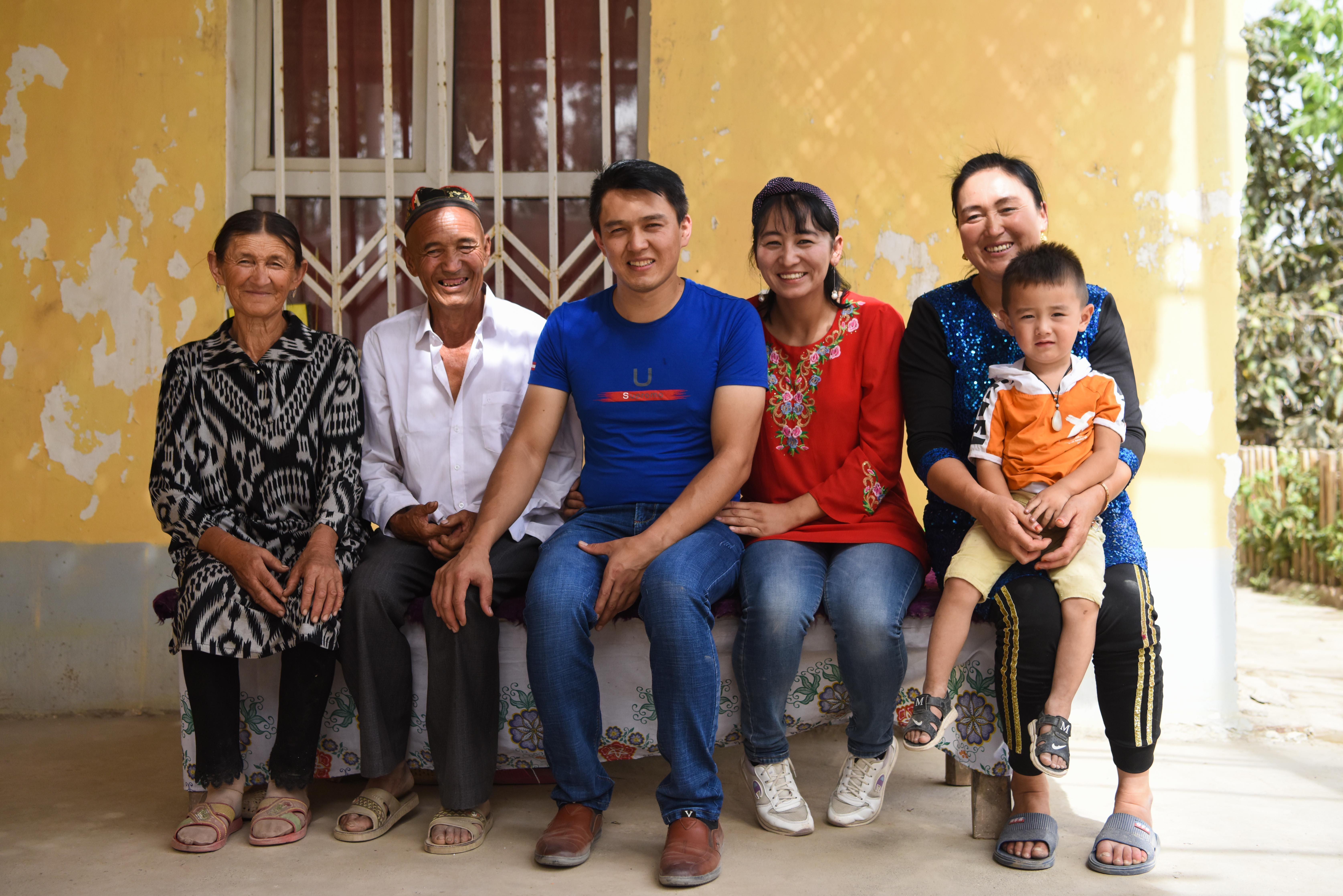 脫貧路上最美的笑臉——新疆深度貧困地區脫貧者群像