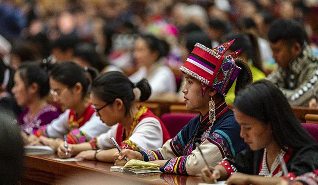 中央宣讲团在云南宣讲党的十九届四中全会精神