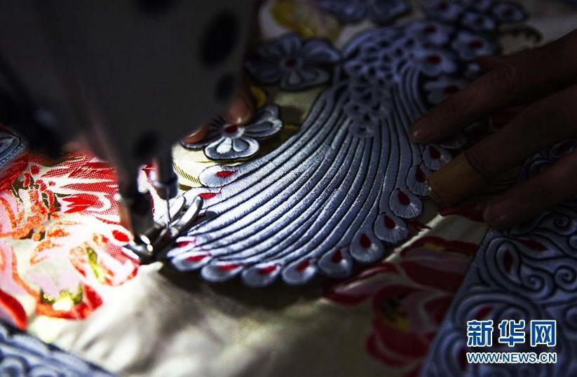 貴州黔西:趕制新衣迎新年