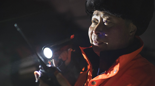 寒夜中的铁路通信工