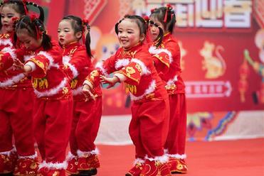 湖南辰溪:鄉村聯歡會迎新春