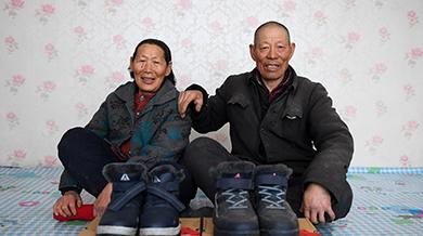 """""""老小孩""""穿新鞋过大年"""