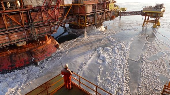 """""""破冰行动""""——中国最北海上油田抗冰20年"""