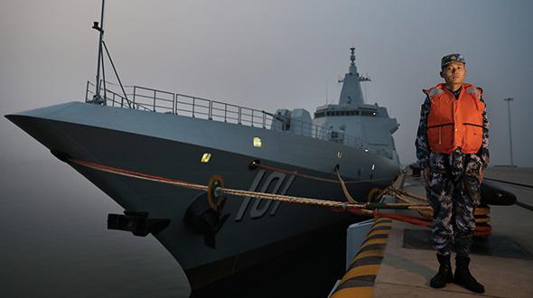 【新春走基层】夜探国产首艘万吨级驱逐舰南昌舰