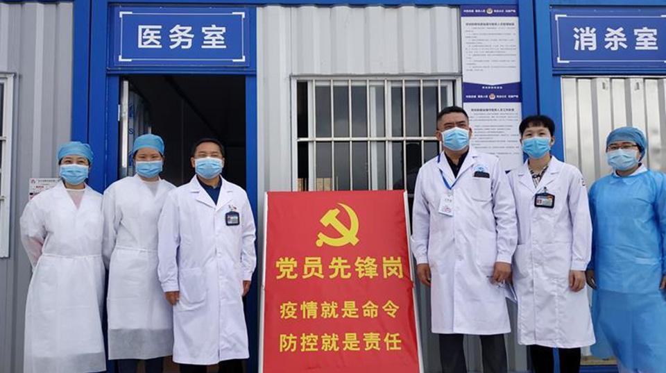 """飘扬的红旗——记深圳特区战""""疫""""一线的基层党员干部"""
