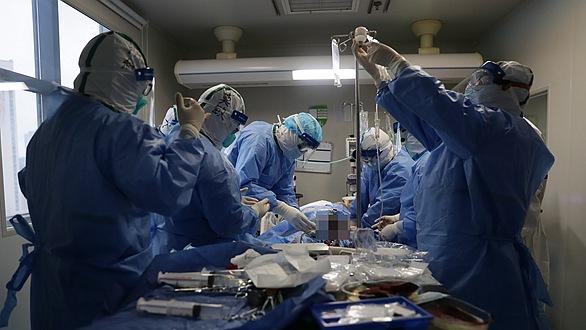 武漢:多地醫生聯手搶救危重新冠肺炎患者