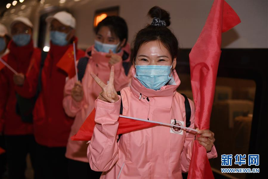 首批返京的援鄂國家醫療隊隊員抵京