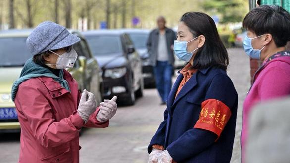 北京:黨員志願者服務社區居民