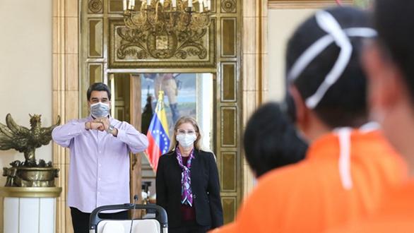 委內瑞拉總統馬杜羅會見中國抗疫醫療專家組
