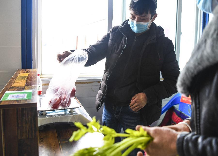 新疆:富民市場助貧困戶就業增收