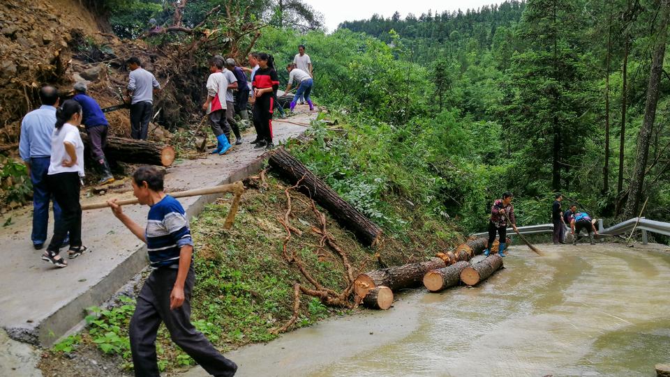 重慶黔江:洪災過後積極開展自救