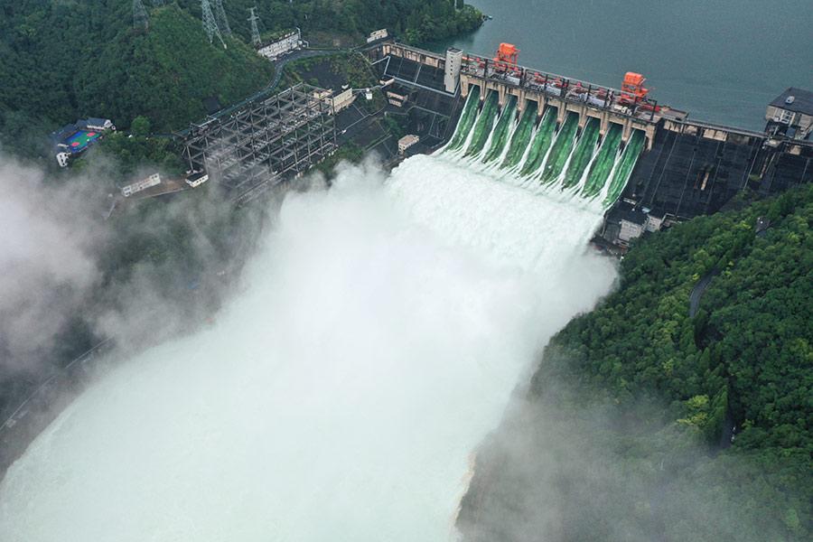 新安江水庫首次9孔泄洪