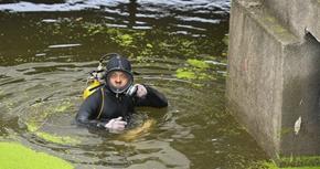 """洞庭""""蛙人"""":在水下10米打響家園保衛戰"""