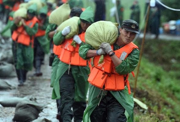 安徽蕪湖:加固圩堤 展開搶險