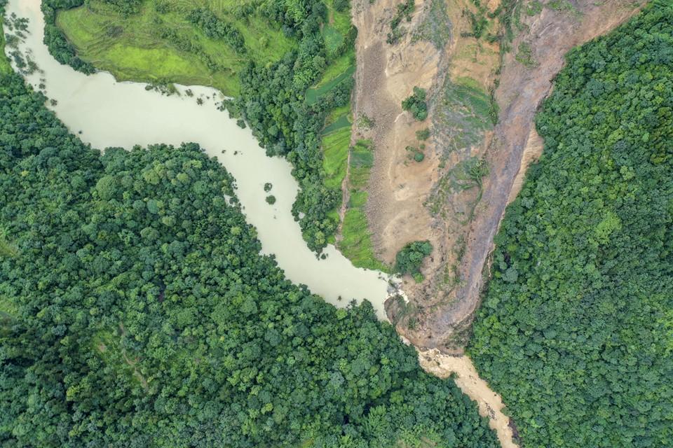 重慶武隆山體滑坡形成堰塞湖