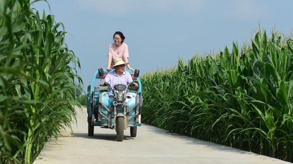 暑假,去爸爸的扶貧村