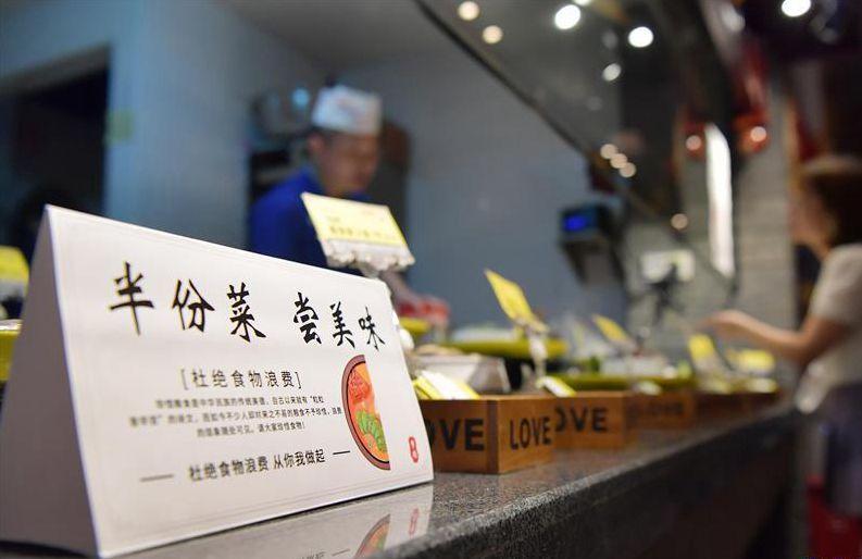 """江西南昌:""""文明餐桌""""在行動"""