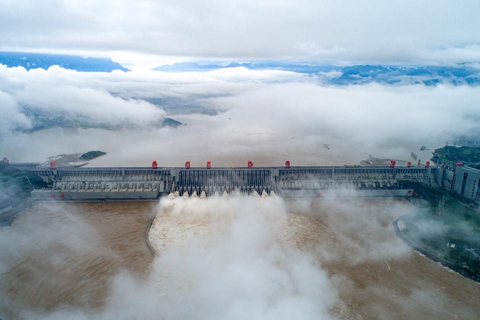 三峽水利樞紐迎戰建庫以來最大洪峰