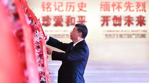 习近平等党和国家领导人向烈士敬献花篮