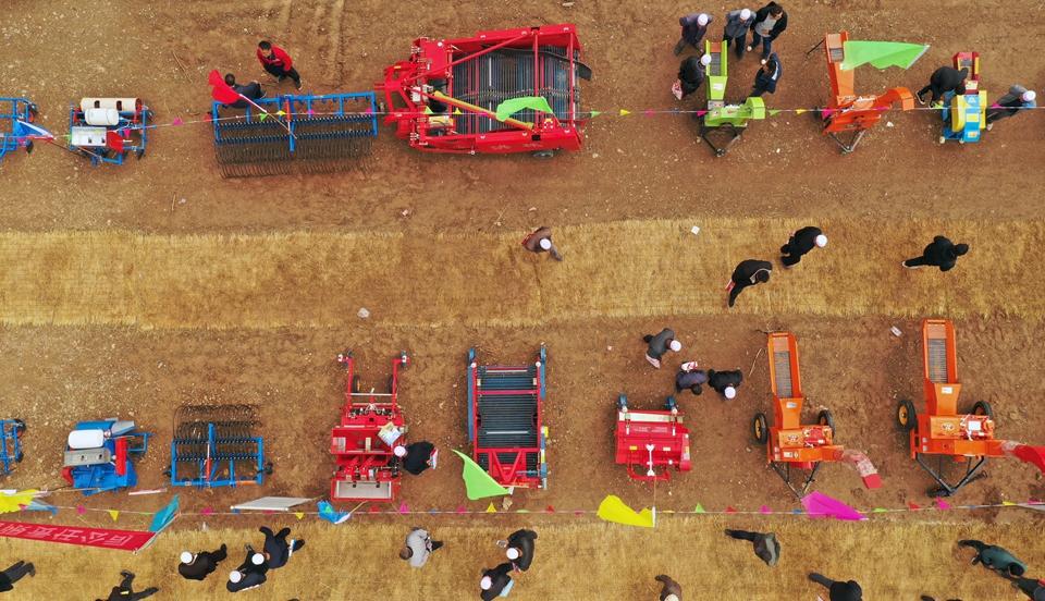 丰收节里选农机