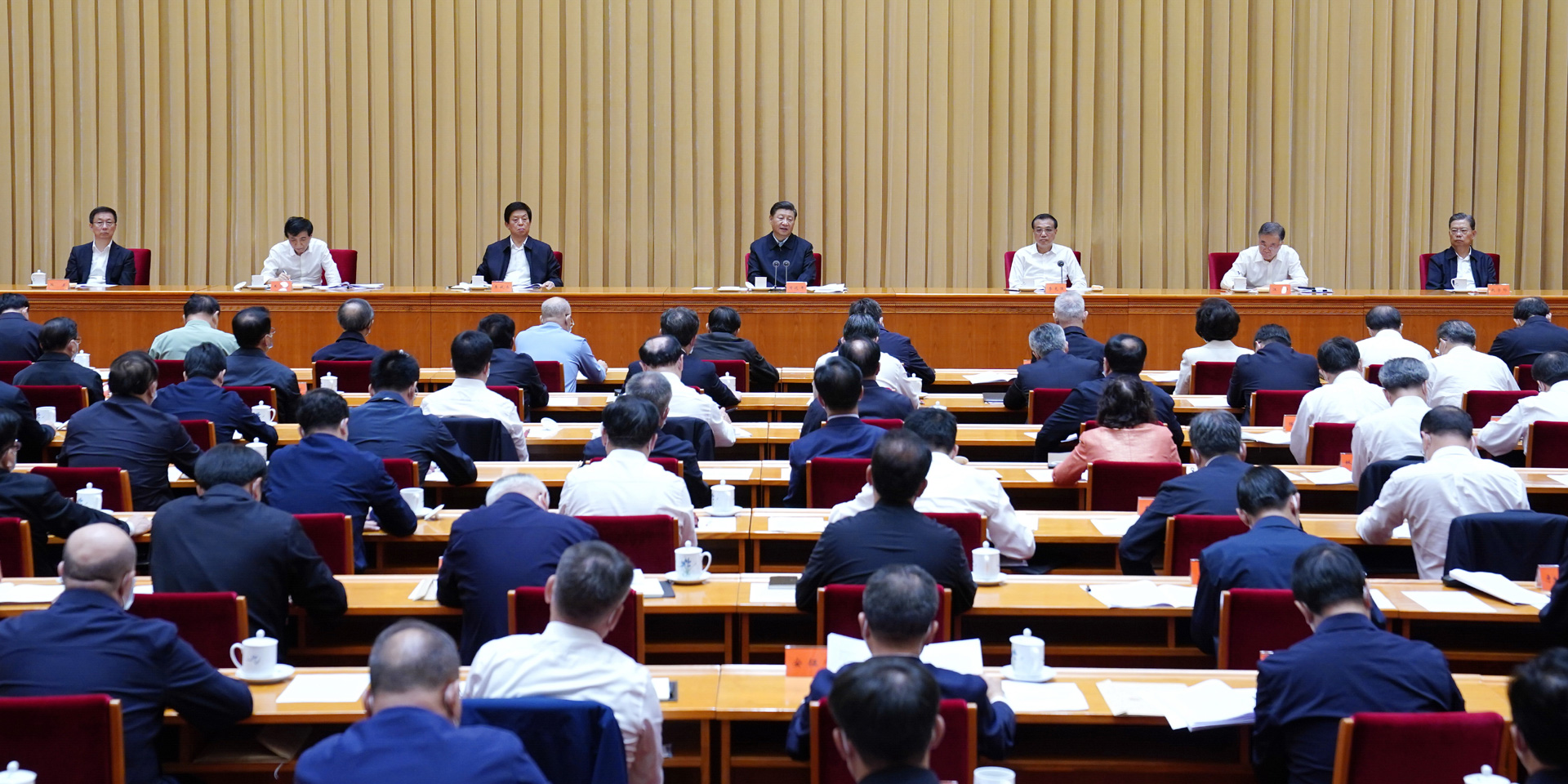 努力建設新時代中國特色社會主義新疆。