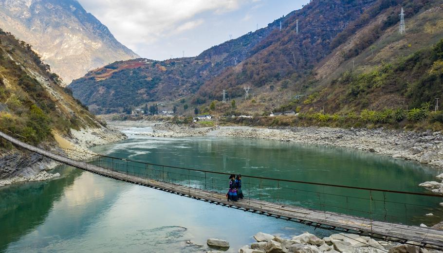 雅砻江边全阁村:桥通了、车来了!