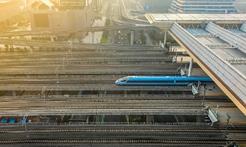 在沒有路的地方,中國探出一條條新路