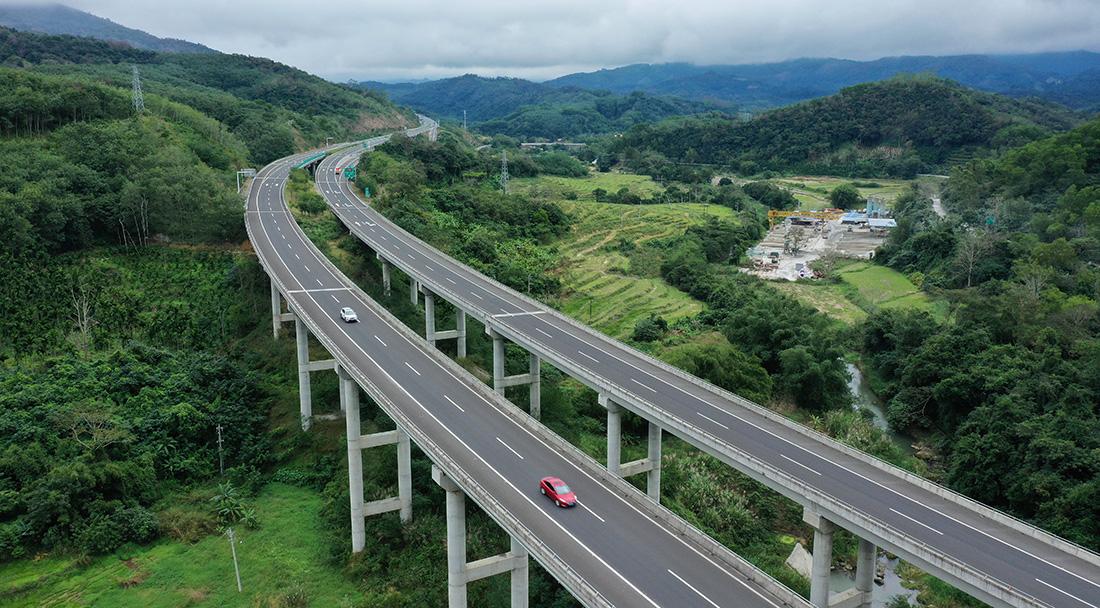 高速公路、高速铁路里程居世界第一 交通运输体系不断完善