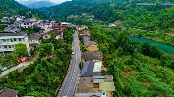 """沿着渝湘高速""""瞰""""重庆土家古寨新风景"""