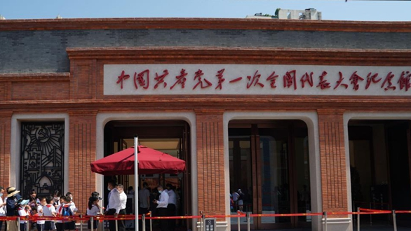 上海:中共一大紀念館迎開館後首個周末參觀熱潮