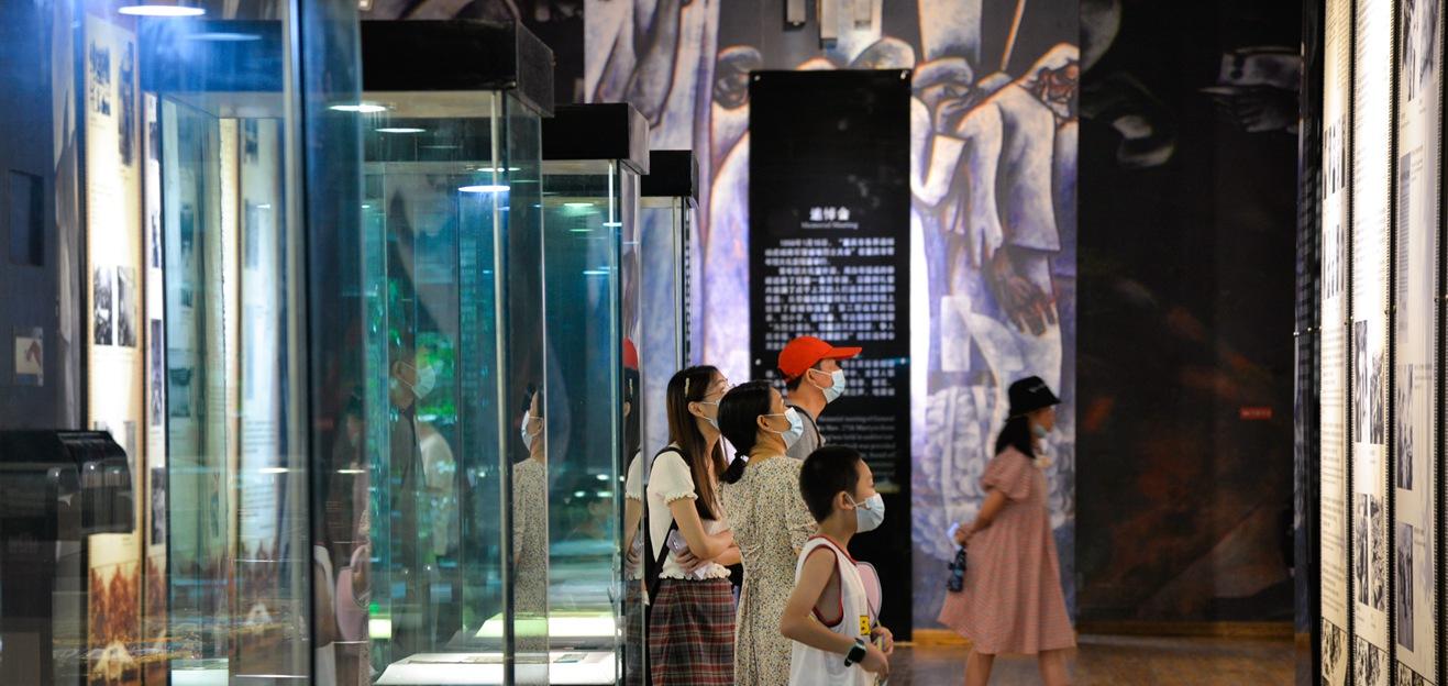 重庆:暑期红色旅游热