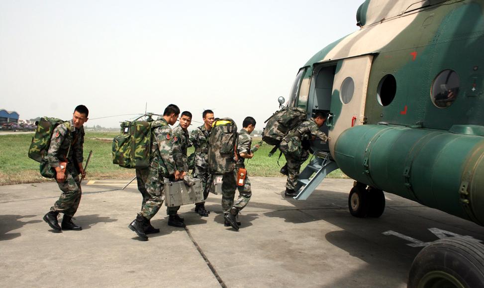 成都軍區出動直升機參與救災