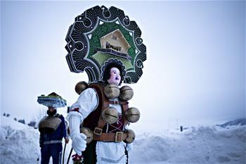 瑞士山村牛鈴聲裏慶新年