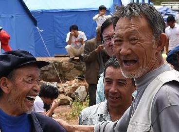 在地震中失去6名親人的謝維禮老人——逝者已去,生活還得繼續