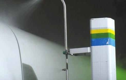 """動車原來這樣""""洗澡"""":全套檢修超過4小時"""