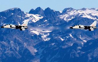 駐疆航空兵組織大場次跨晝夜飛行