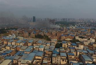 廣西南寧一城中村倉庫發生火災